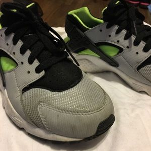 c5061a0d0568 Women s Nike Huarache Used on Poshmark